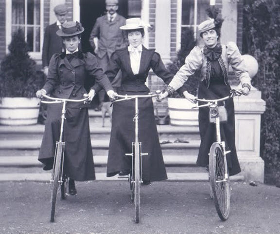 women-on-bicycles-1898